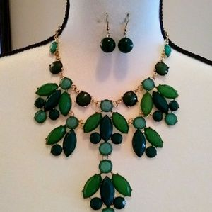 Statement necklace and earrings set